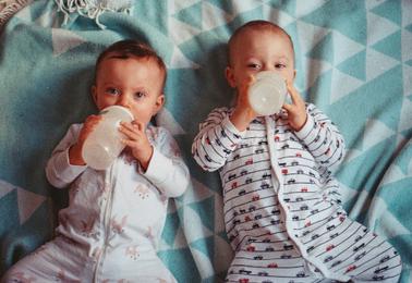 Jaką wybrać piżamkę – pajacyk jednoczęściowy?